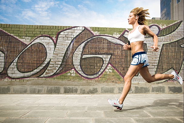 Woman_running_landscape